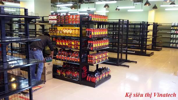 Hoang mang vì giá kệ siêu thị có xuất xứ từ Trung Quốc