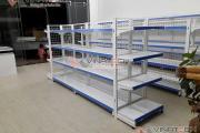 Vinatech lắp đặt kệ cho cửa hàng chị Ngân tại Quảng Ninh