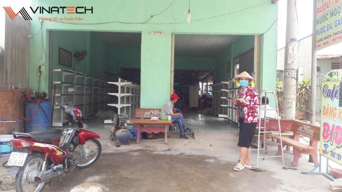 Lắp đặt giá kệ bán hàng tạp hóa cho anh Sanh tại Long An