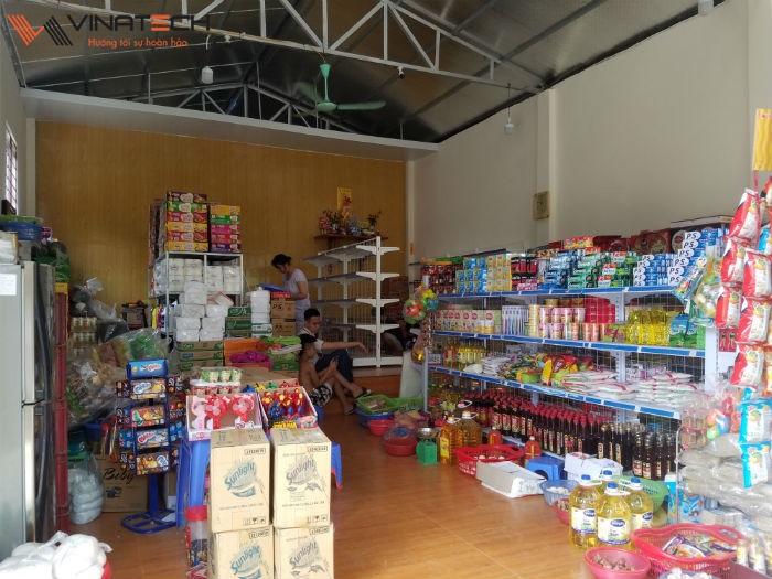 Lắp đặt giá kệ cho cửa hàng tạp hóa của anh Kiên tại Thanh Oai - Hà Nội