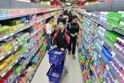 Tăng cường kệ siêu thị những ngày giáp tết