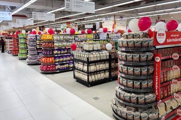 Hình ảnh giá kệ tại siêu thị Lotte Mart được chất hàng lên sau khi Vinatech hoàn thành.