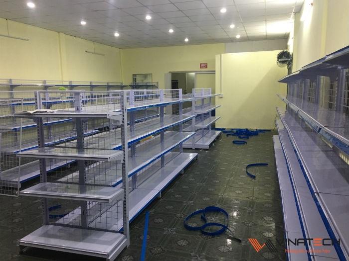 Lắp đặt cửa hàng tạp hóa cho anh Hoàng tại Quảng Bình