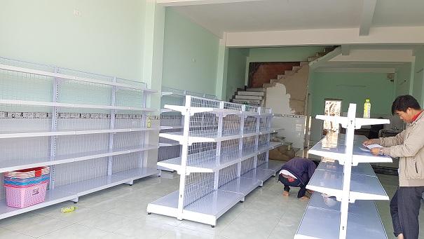 Hoàn thiện lắp đặt kệ bán hàng tạp hóa tại cửa hàng anh Huy, Bảo Lộc, Lâm Đồng