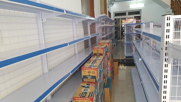 Lắp đặt cửa hàng mẹ và bé cho chị Tú Trinh tại Quảng Ngãi