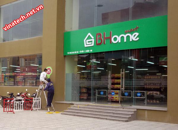 Vinatech hoàn thiện giá kệ siêu thị tại siêu thị BHome mart Lê Văn Lương Hà Nội