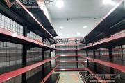 Vinatech lắp đặt kệ siêu thị tại Quận Hoàn Kiếm với màu đen sang trọng cho cửa hàng