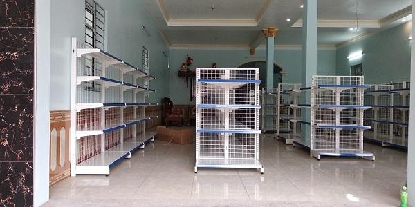 Lắp đặt giá kệ bán hàng siêu thị cho anh Cần tại Hưng Yên