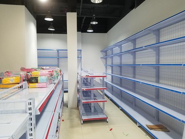 Hoàn thiện lắp đặt kệ bán hàng cho anh Nguyên tại Mạc Thái Tổ - Hà Nội