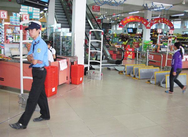 Giải quyết vấn đề thất thoát hàng hóa tại các siêu thị với cổng từ an ninh