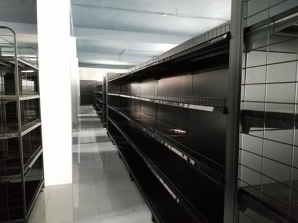 kệ siêu thị màu đen