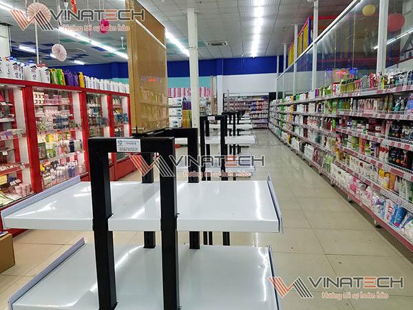 giá kệ tại siêu thị lan chi