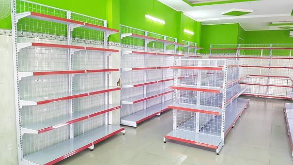 4 lý do nên mua kệ bán hàng sản xuất tại Việt Nam
