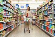 Vì sao bày sản phẩm trên kệ bán hàng siêu thị khiến bạn mua nhiều hơn?