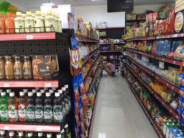 Những ưu điểm của kệ bày hàng tạp hóa thu hút khách hàng