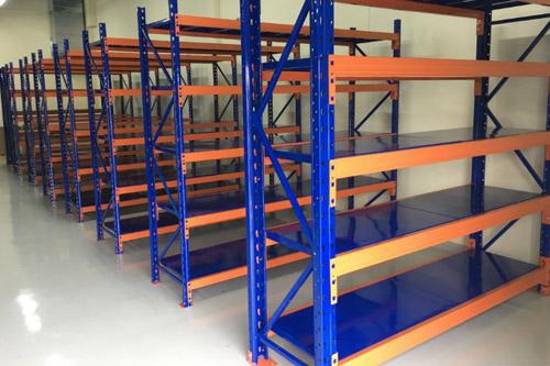 Lắp đặt kệ trung tải cho kho hàng công ty Hanacans tại Quảng Nam