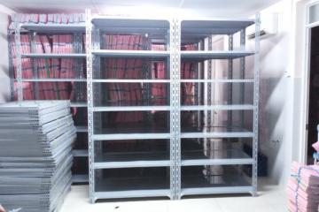 Vinatech cung cấp kệ sắt v lỗ tại Quảng Bình giá rẻ BH 3 năm