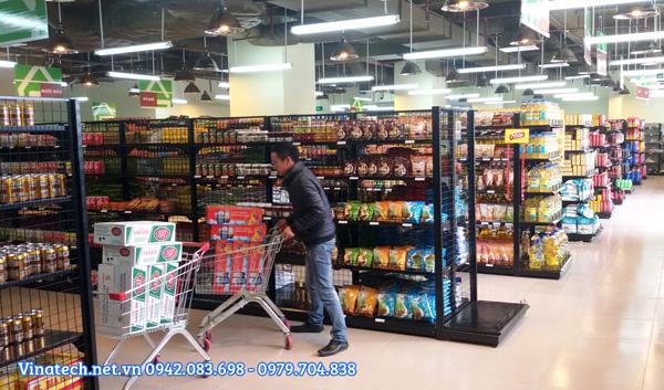Kệ siêu thị màu đen sản xuất theo yêu cầu khách hàng
