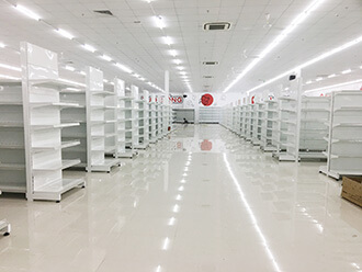 kệ siêu thị màu trắng là màu tiêu chuẩn của kệ siêu thị và được dùng nhiều nhất.