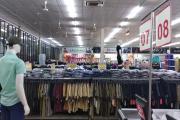 10 mẫu kệ để quần áo, treo quần áo tại shop thời trang đẹp nhất