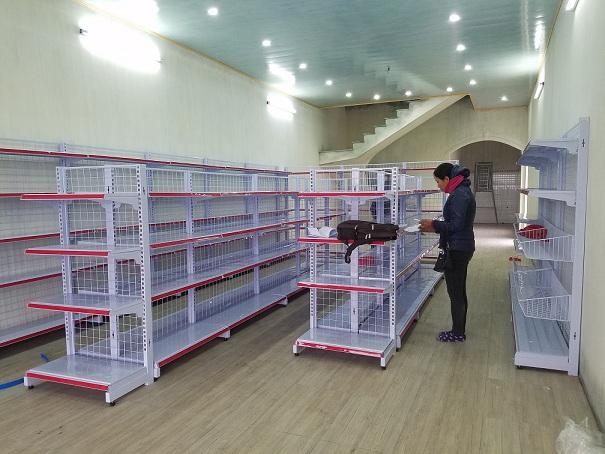 Hoàn thiện lắp đặt kệ để hàng hóa cho siêu thị của anh Đạt tại Thái Bình