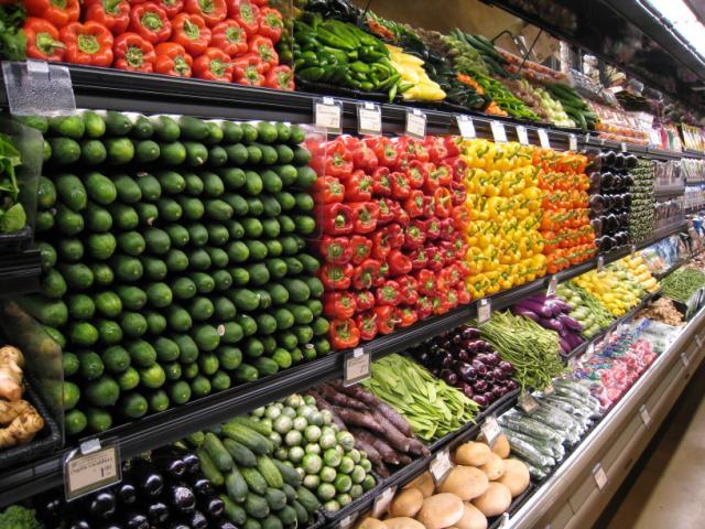 Sắp xếp kệ bán hàng siêu thị để thu hút khách