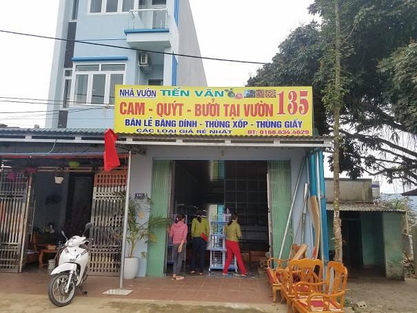 Lắp đặt giá kệ bán hoa quả cho chị Vân tại Hòa Bình